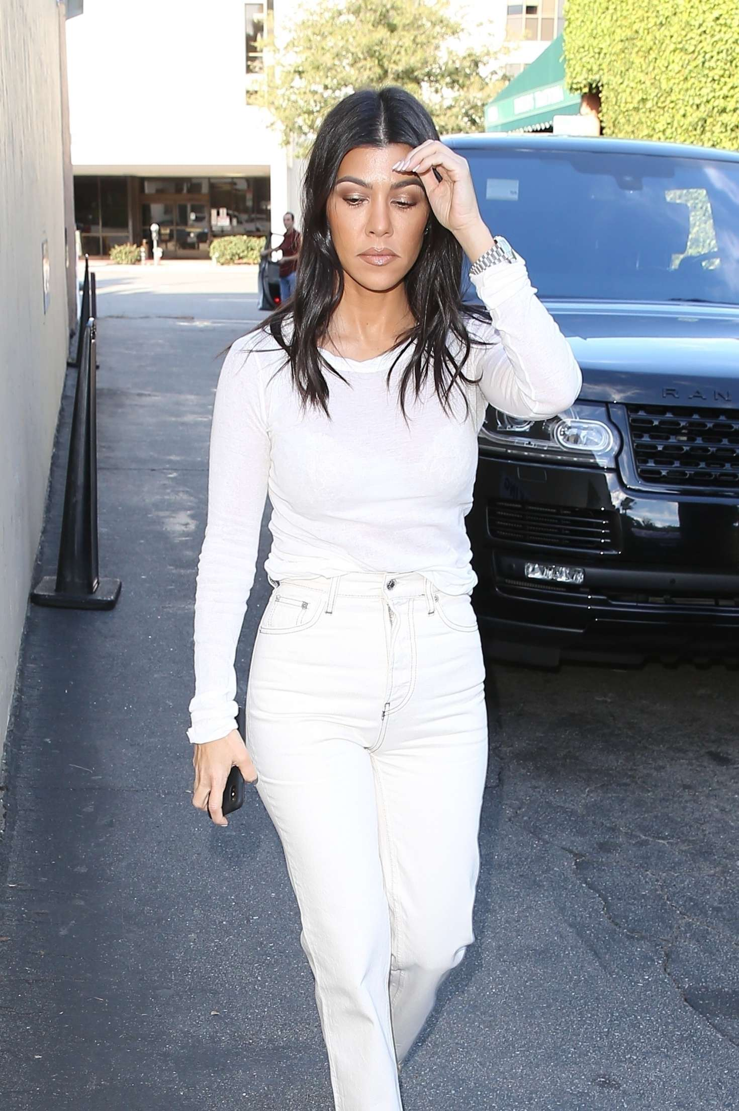 Kourtney Kardashian 2018 : Kourtney Kardashian in White -11