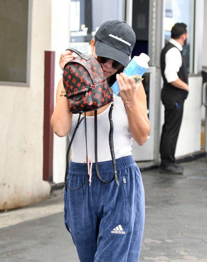 Kourtney Kardashian Leaves a skin clinic in Los Angeles