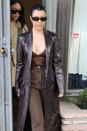 Kourtney Kardashian - Leaves lunch with a friend in Venice