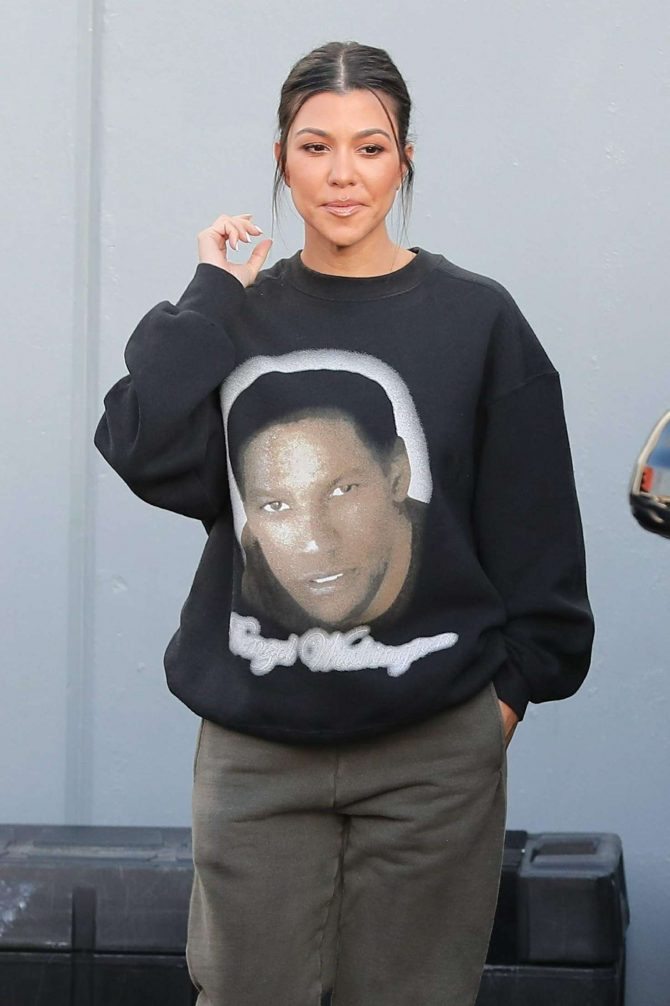Kourtney Kardashian - Leaving a studio in Calabasas