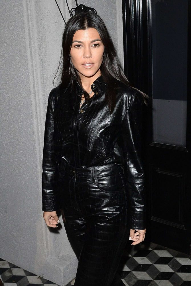 Kourtney Kardashian – Leaving Craigs in West Hollywood