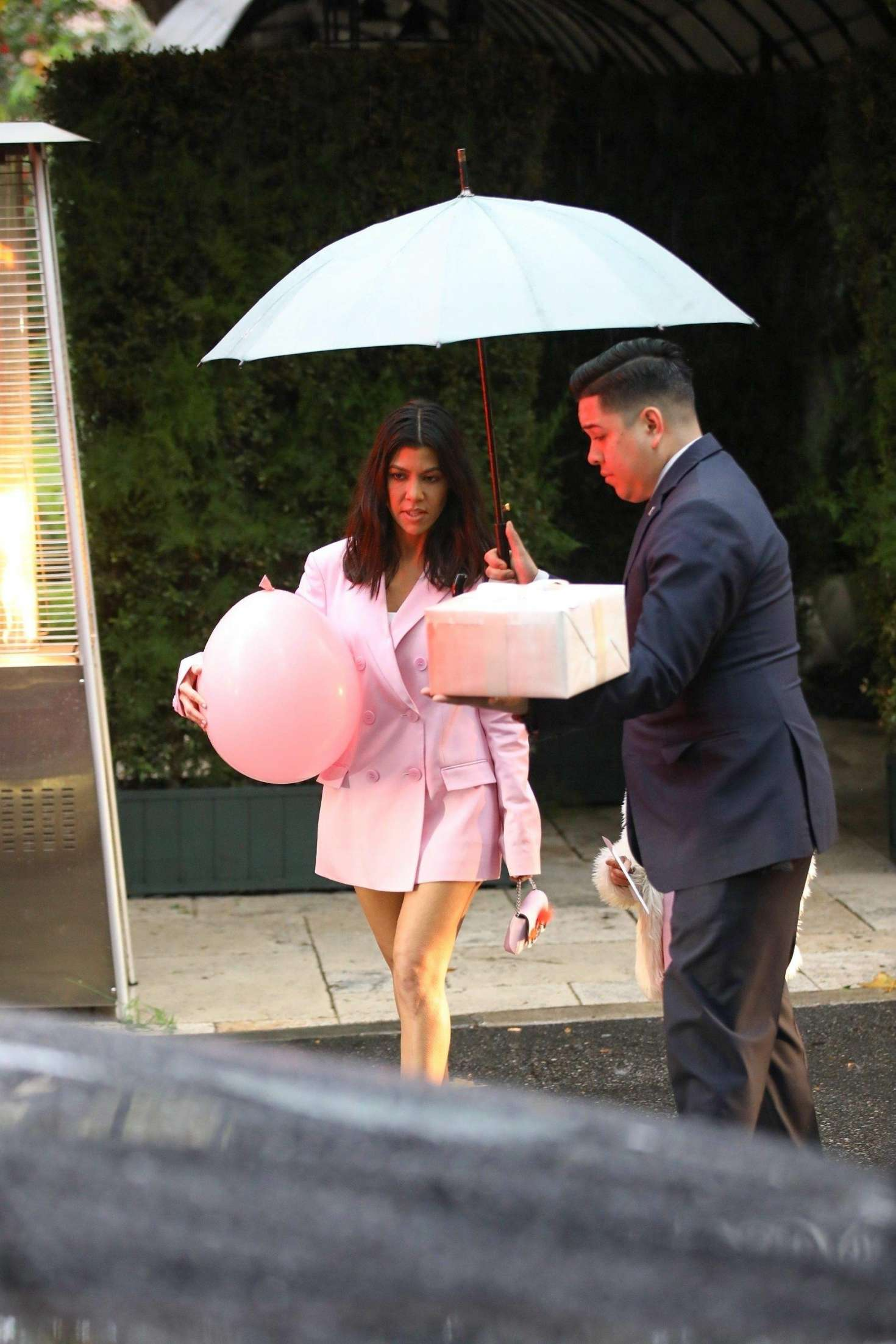 Kourtney Kardashian Leaving Khloe Kardashians Baby Shower 07