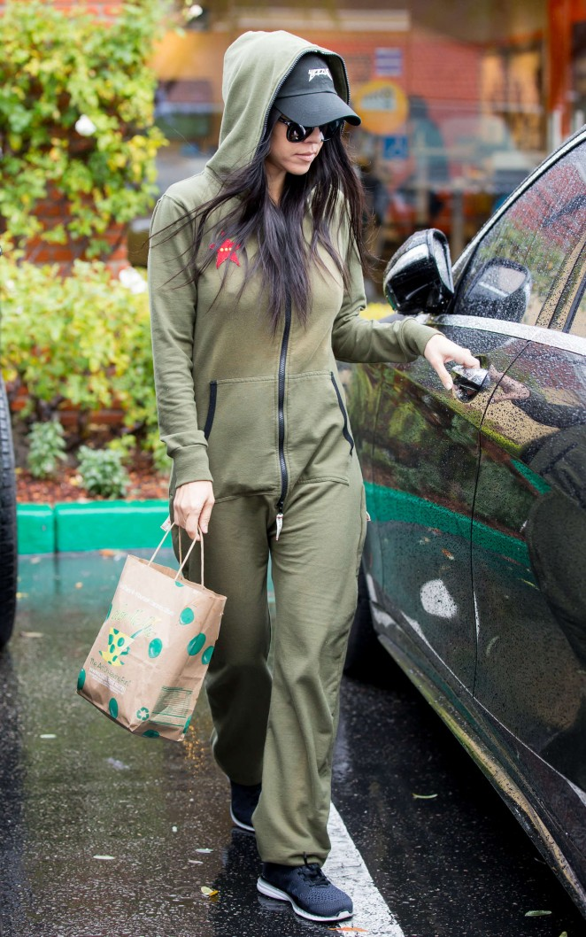 Kourtney Kardashian out for lunch in Calabasas