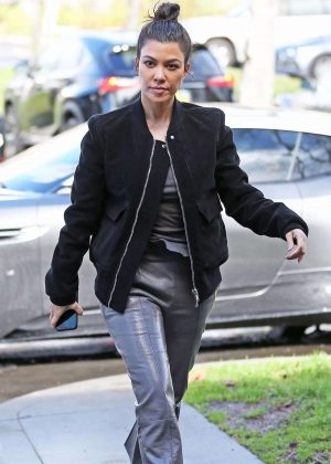 Kourtney Kardashian - Out for lunch in Los Angeles