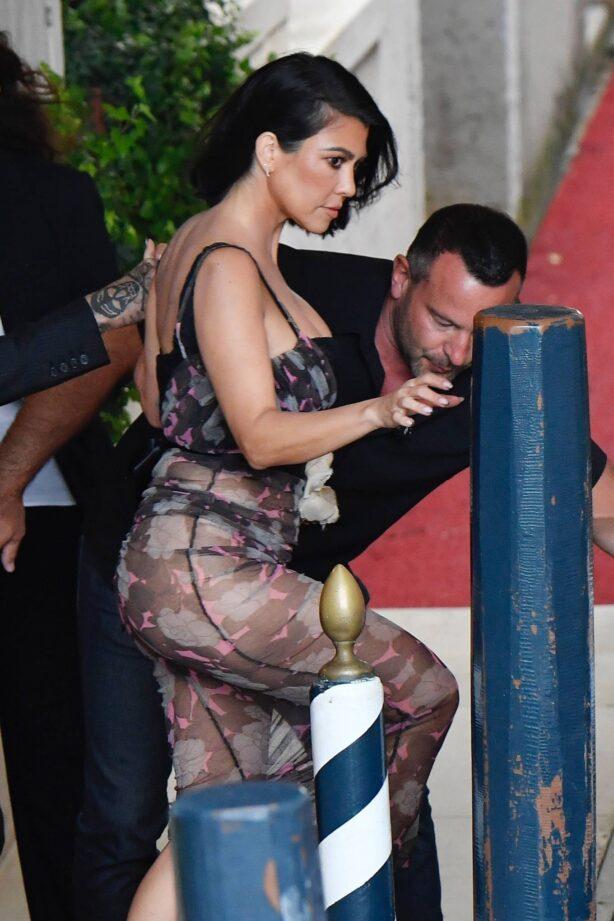 Kourtney Kardashian - Seen out in Venice