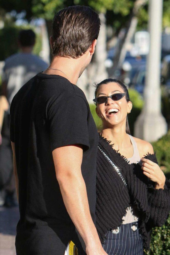 Kourtney Kardashian: Shopping in West Hollywood -08