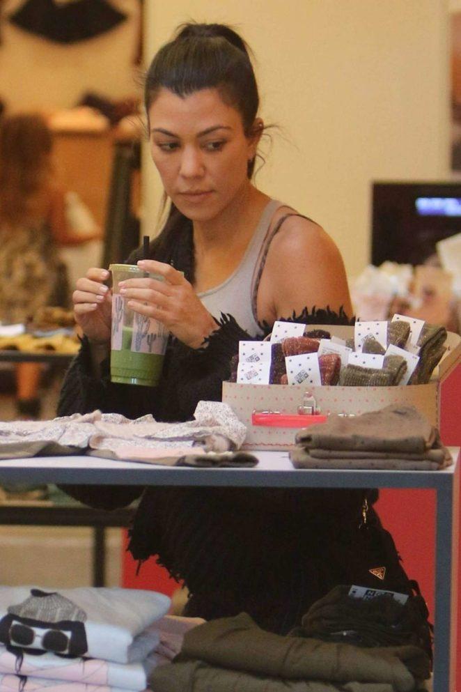 Kourtney Kardashian: Shopping in West Hollywood -14