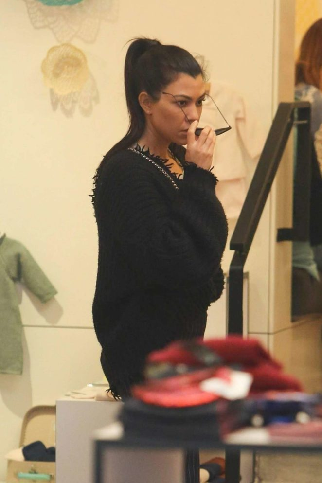 Kourtney Kardashian: Shopping in West Hollywood -27