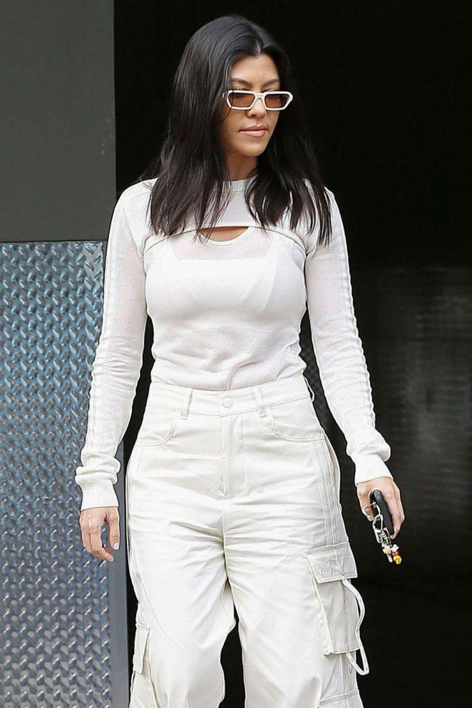 Kourtney Kardashian - Taking her kids to Art Class in Los Angeles
