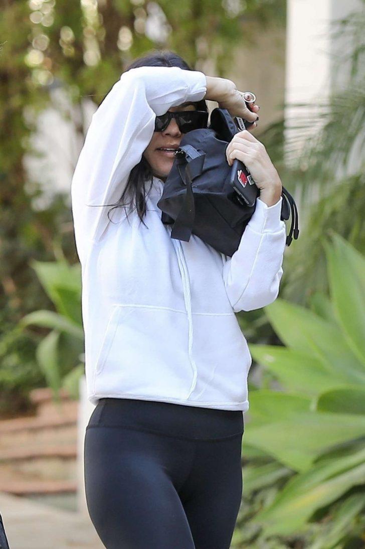 Kourtney Kardashian - Visiting a friend in Calabasas