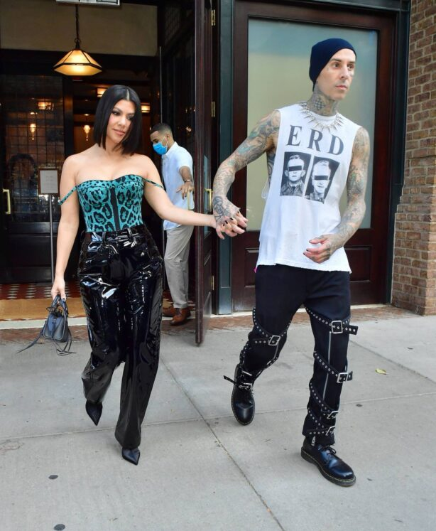 Kourtney Kardashian - With Travis Barker step out for lunch in NYC
