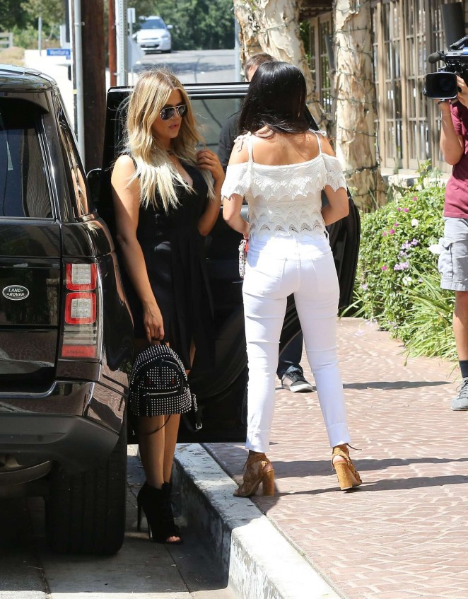 Kourtney & Khloe Kardashian: Out for lunch -14