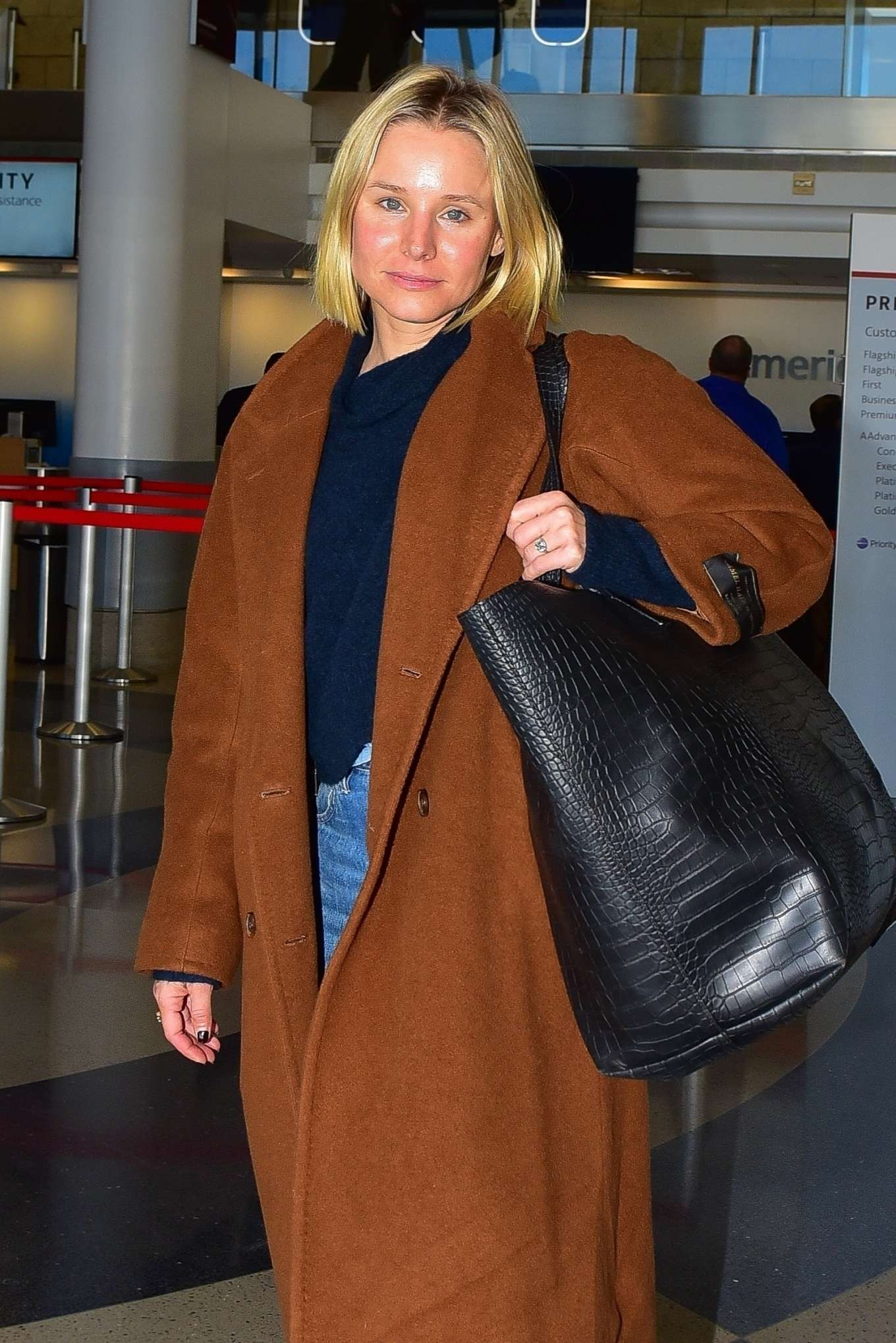 Kristen Bell - Arrives at LAX Airport in Los Angeles