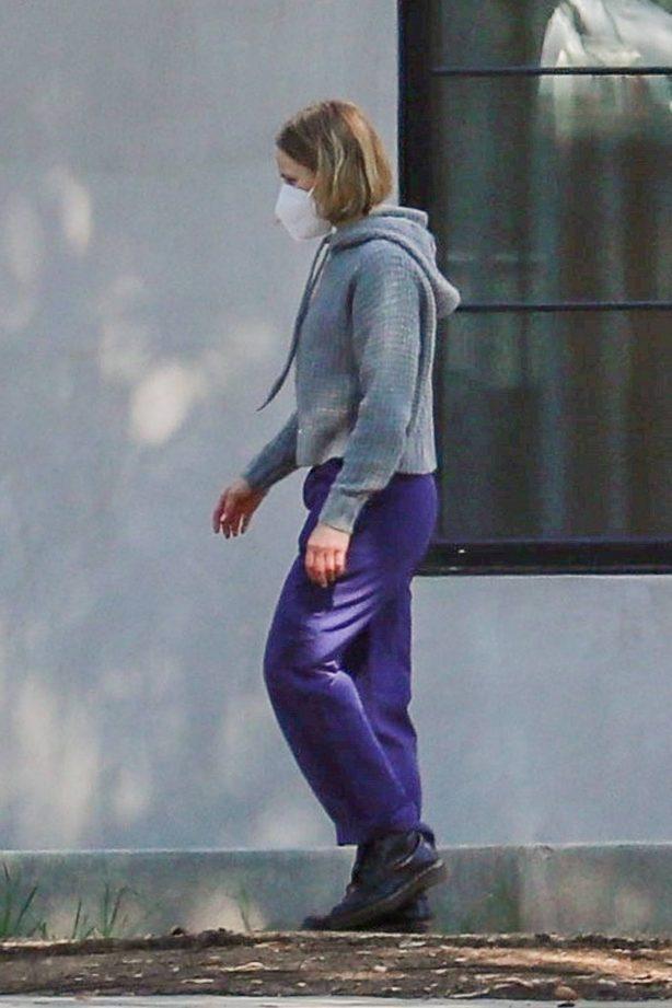 Kristen Bell - Checks new house currently under construction in Los Feliz