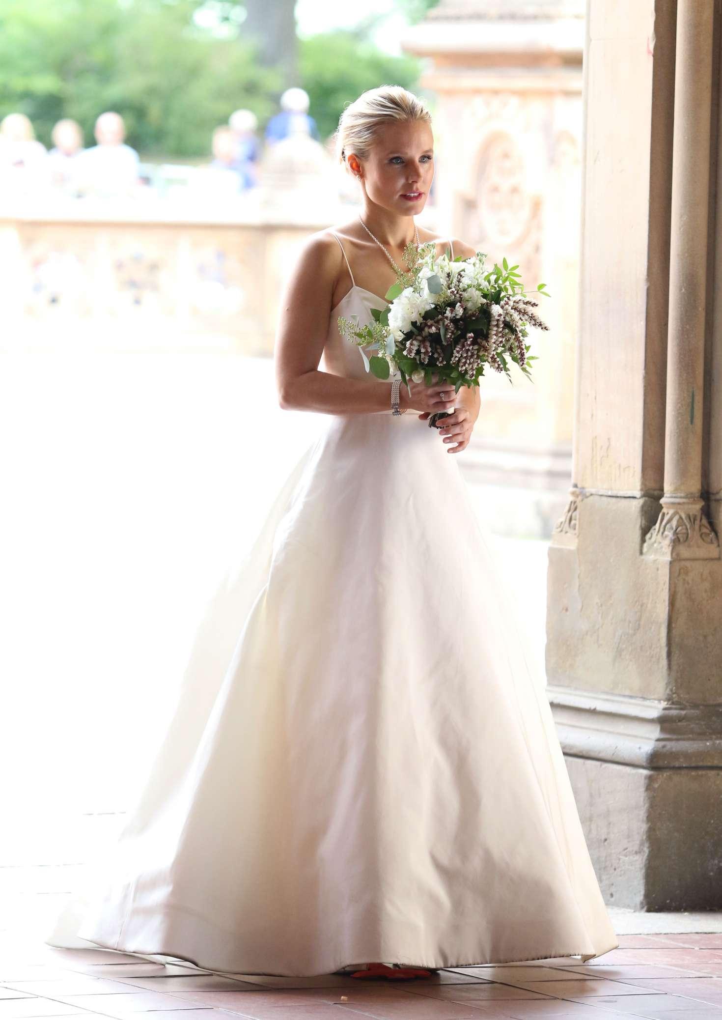 Kristen Bell Dons A Wedding Dress Filming Like Father 54 Gotceleb