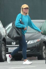 Kristen Bell - Leaves a yoga class in Los Feliz