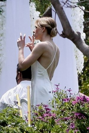 Kristen Bell - on the set of 'The Woman in the House' in Malibu