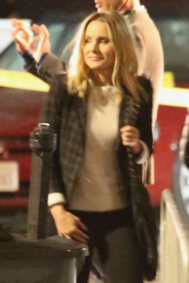Kristen Bell - On the set of 'Veronica Mars' in Hermosa Beach