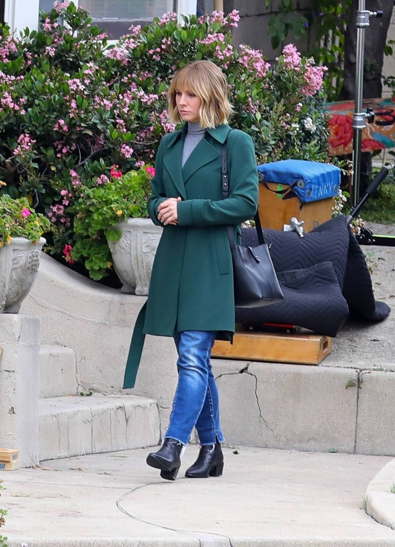 Kristen Bell 2021 : Kristen Bell – On The Woman in the House set in Los Angeles-04