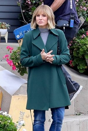 Kristen Bell - On 'The Woman in the House' set in Los Angeles
