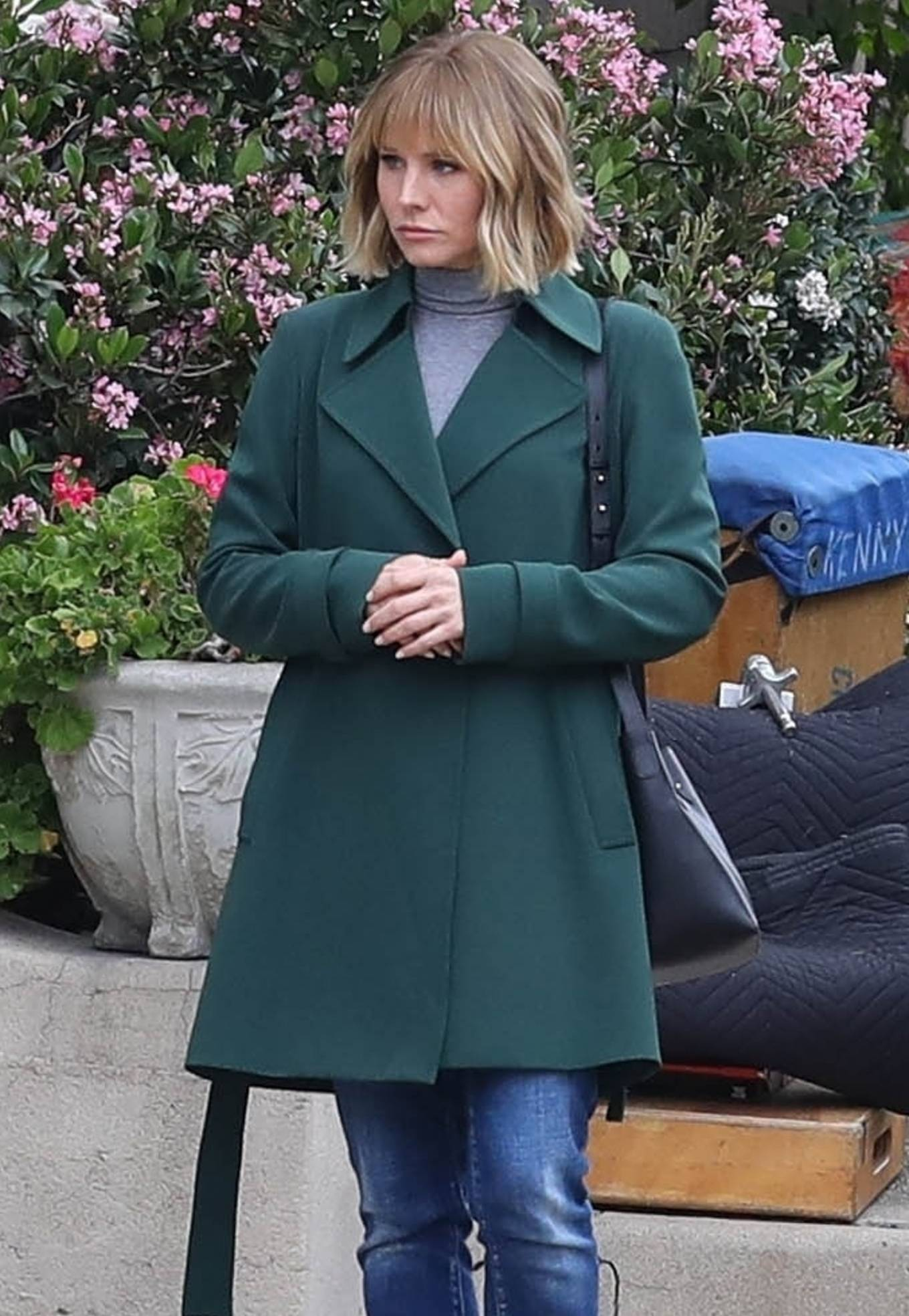 Kristen Bell 2021 : Kristen Bell – On The Woman in the House set in Los Angeles-10