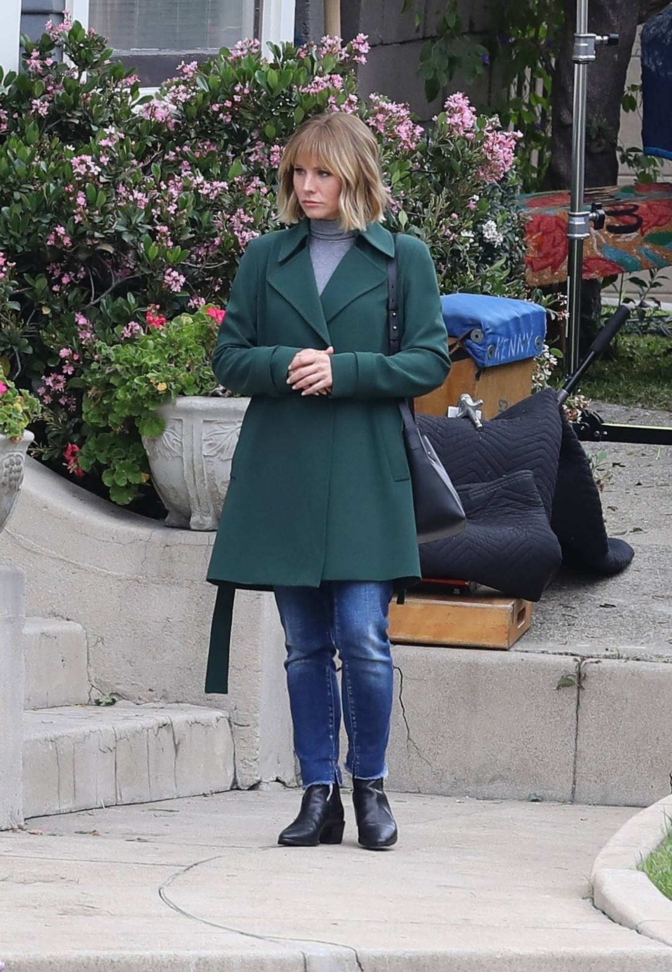 Kristen Bell 2021 : Kristen Bell – On The Woman in the House set in Los Angeles-11