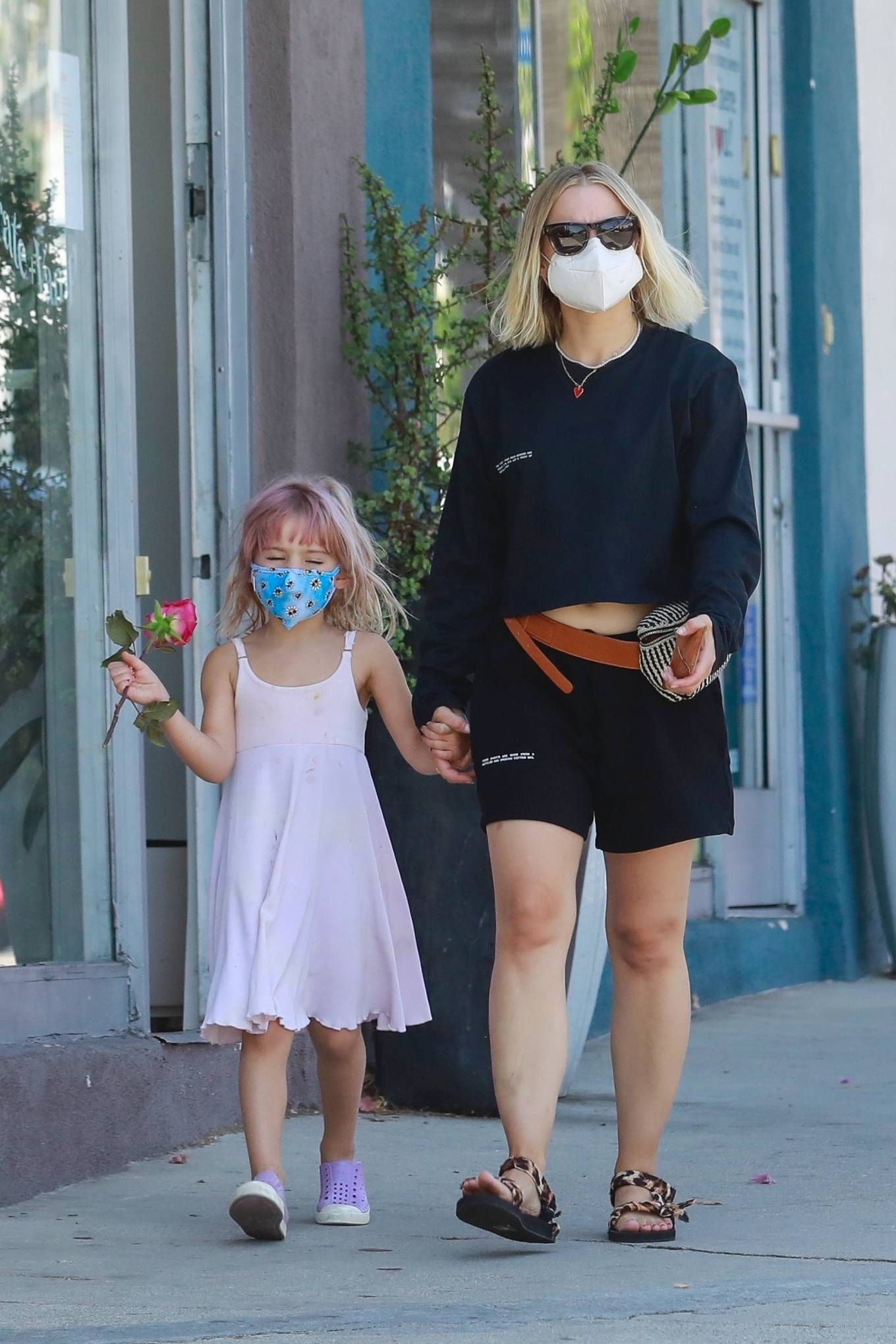 Kristen Bell - Out for a stroll with her daughter in Los Feliz