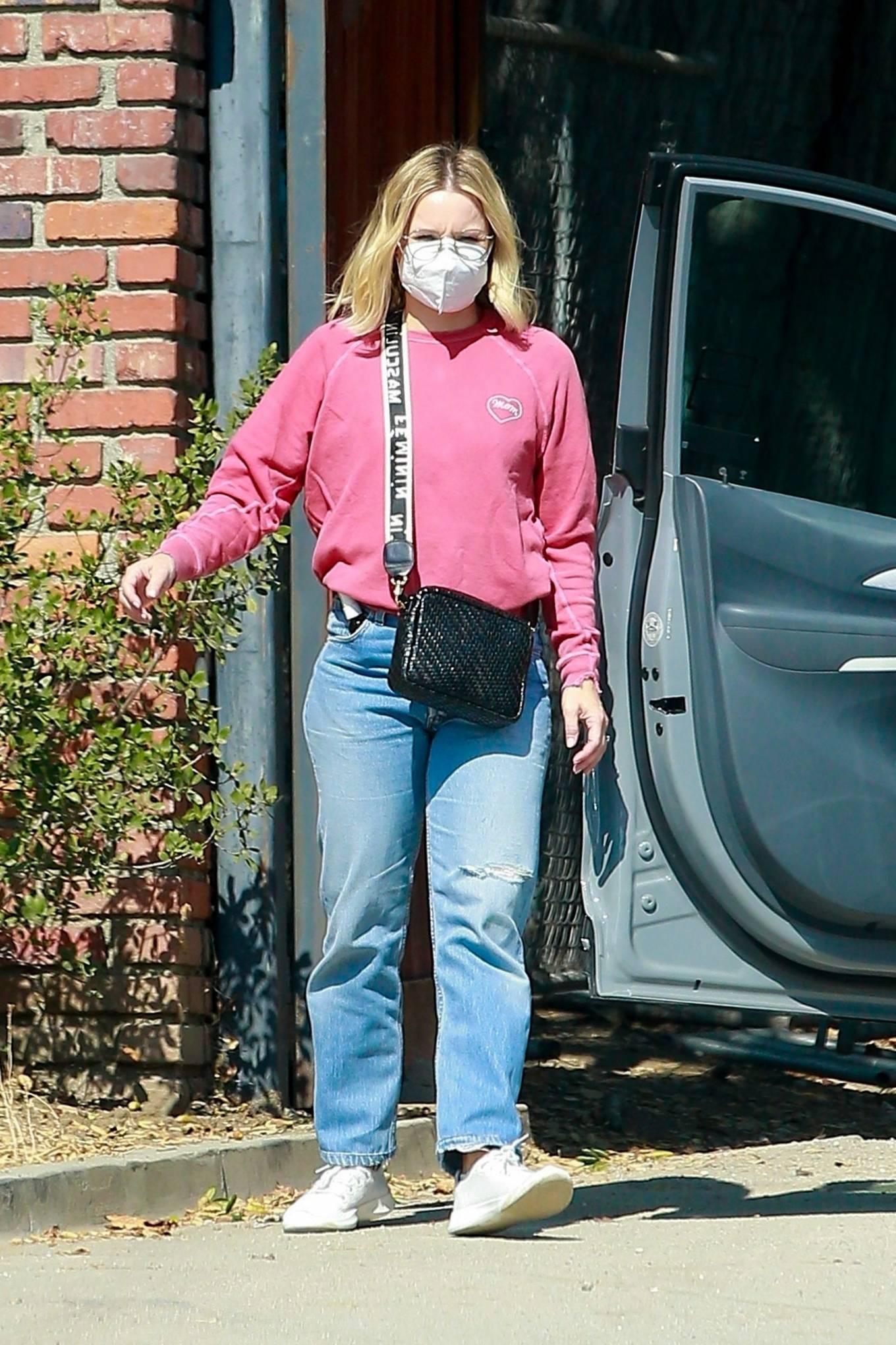 Kristen Bell 2020 : Kristen Bell – Out in Los Feliz-03