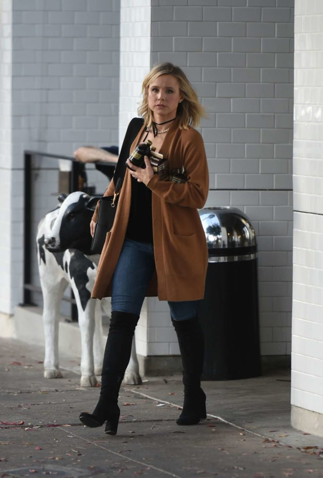 Kristen Bell - Picks up lots of food from Joans On Third in LA