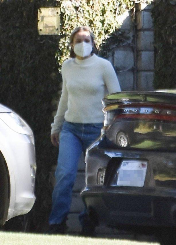 Kristen Bell - Receive a deliverly in Los Feliz