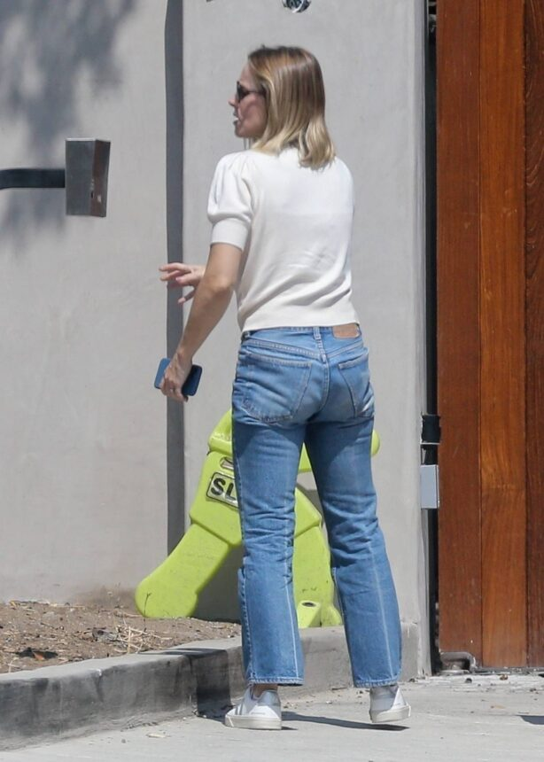 Kristen Bell - returns home in Los Feliz
