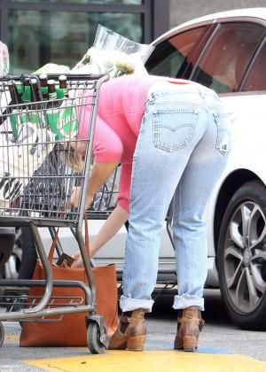 Kristen Bell in Jeans Shopping at Gelson's in Los Feliz