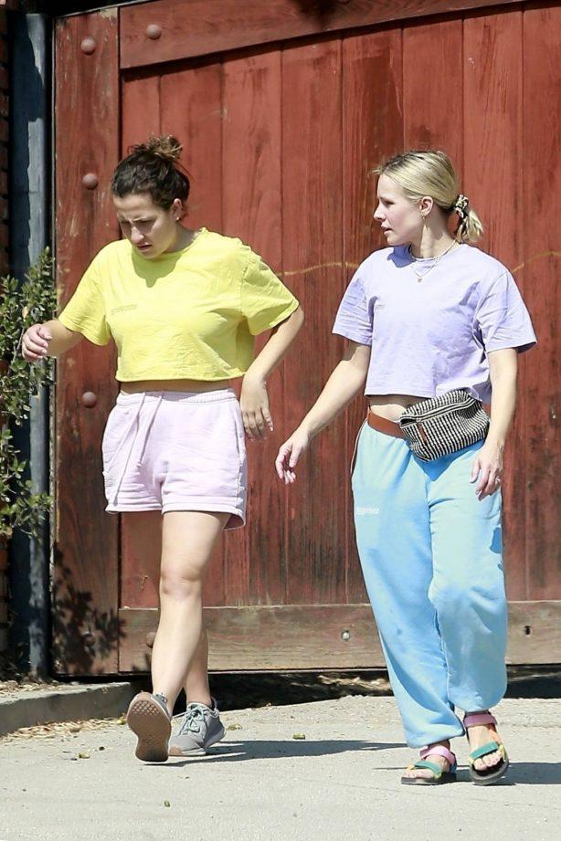 Kristen Bell - Spotted at her properties in Los Feliz
