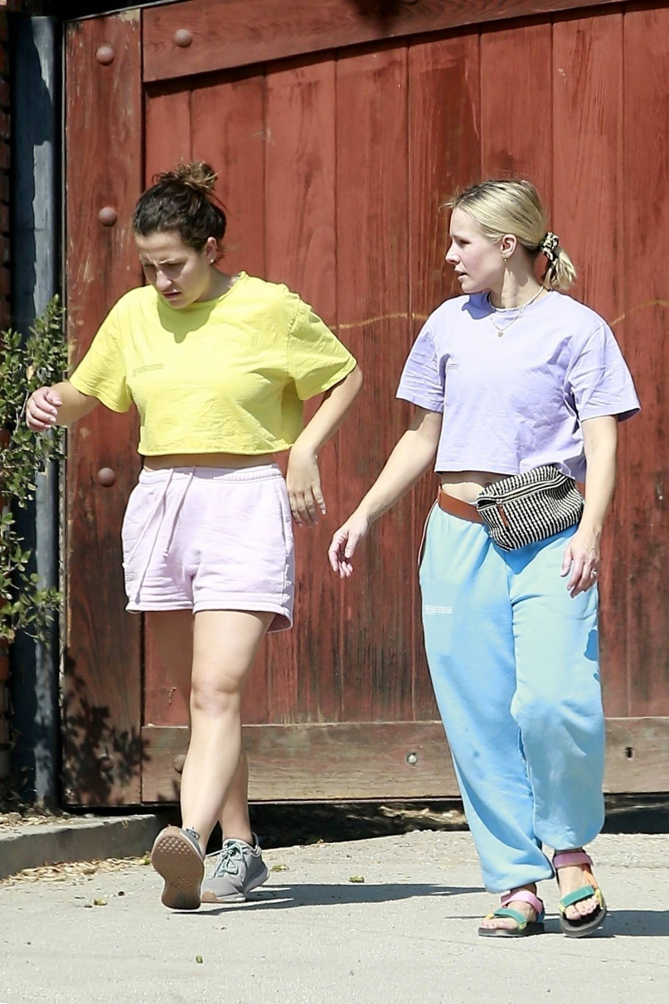 Kristen Bell - Spotted at her properties in Los Feliz