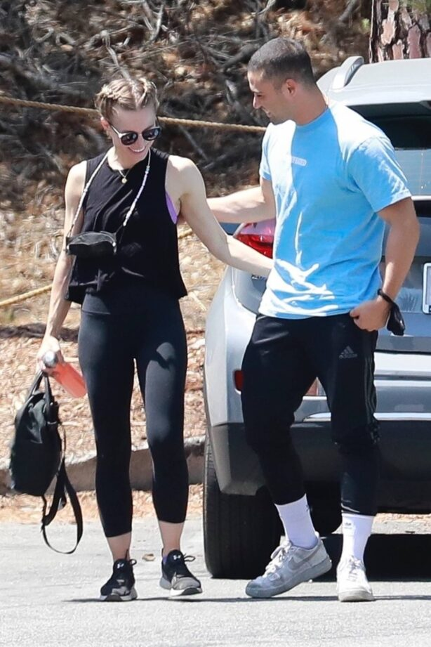 Kristen Bell - With Benjamin Levy Aguilar out for a hike at Griffith Park in Los Feliz