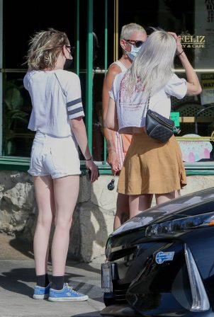 Kristen Stewart and Dylan Meyer - Out for a lunch at Little Dom's in Los Feliz