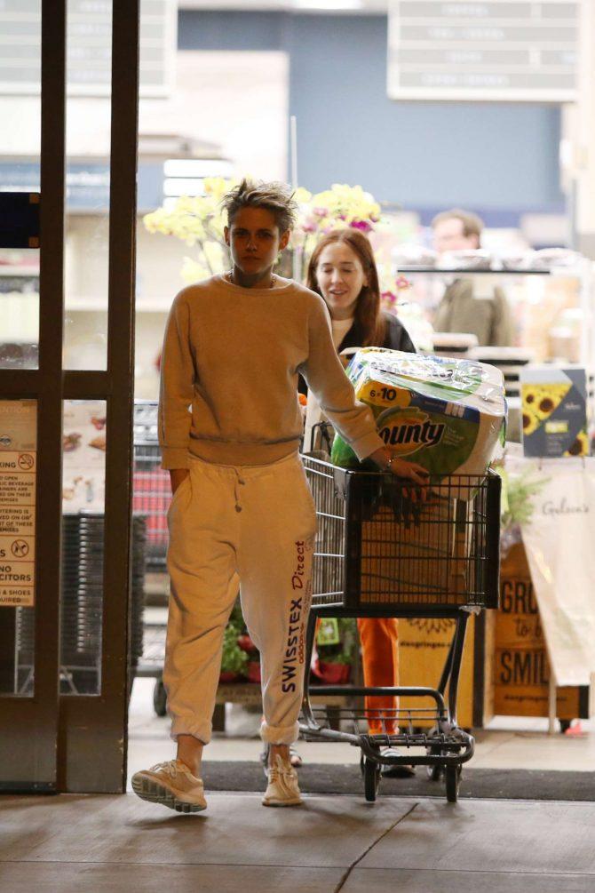Kristen Stewart and girlfriend Sara Dinkin – Shopping in Los Feliz