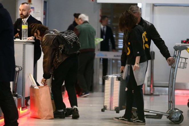 Kristen Stewart 2016 : Kristen Stewart and girlfriend SoKo at Charles de Gaulle Airport -02