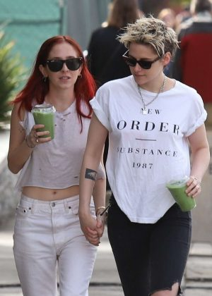 Kristen Stewart and Sara Dinkin - Heads to a juice shop in Loz Feliz