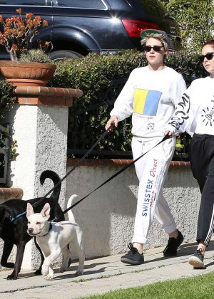 Kristen Stewart and Sara Dinkin - Hiking with their dogs in Los Angeles