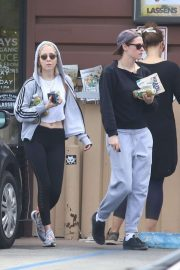 Kristen Stewart and Sara Dinkin - Leaving a grocery store in Los Angeles