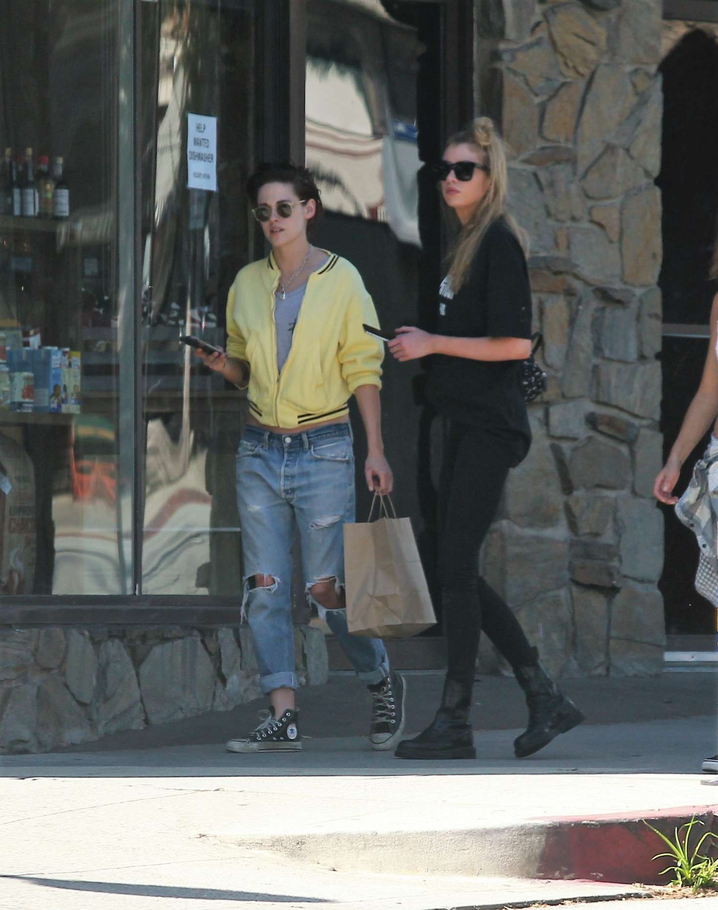 Kristen-Stewart-and-Stella-Maxwell-Out-i