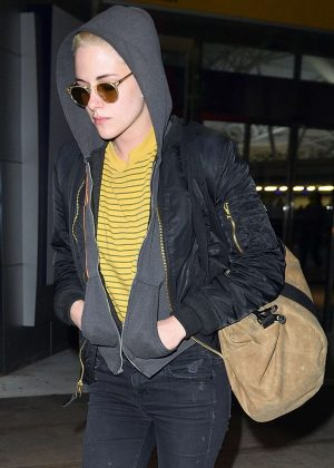 Kristen Stewart Arrives at JFK Airport in NYC