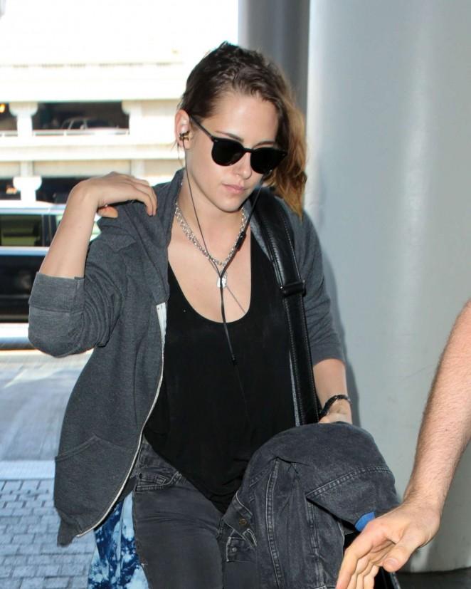 Kristen Stewart - Arrives at Los Angeles International Airport in LA