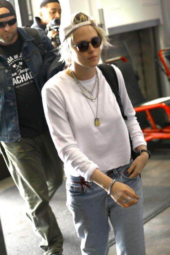 Kristen Stewart - Arrives at Los Angeles International Airport