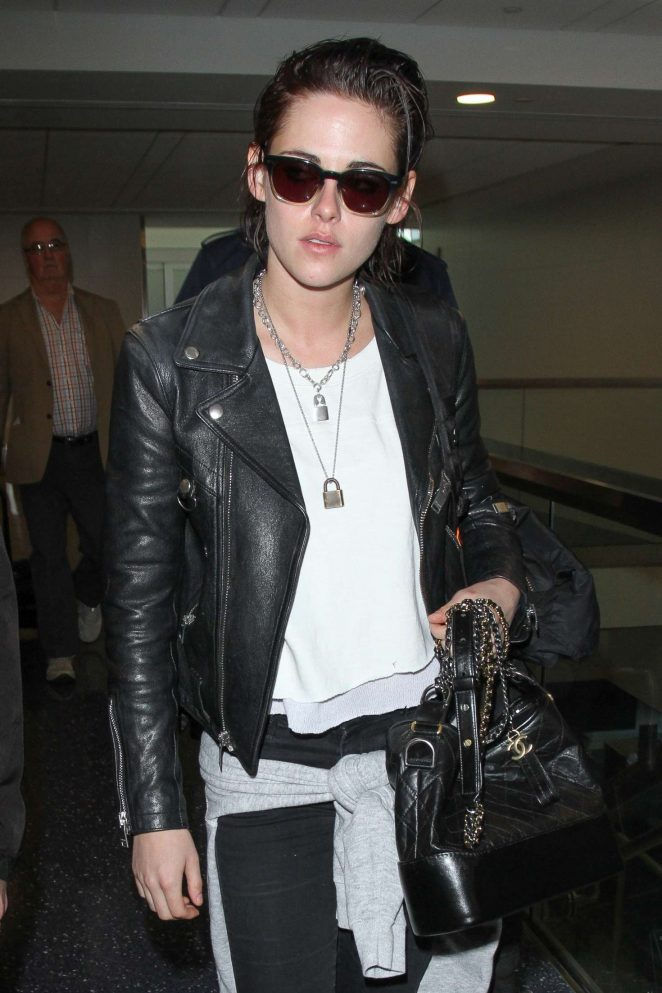 Kristen Stewart - Arrives at Los Angeles International Airport