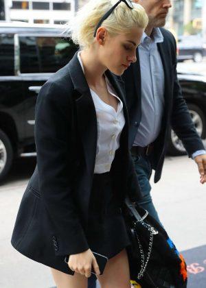 Kristen Stewart Arriving at her hotel in New York