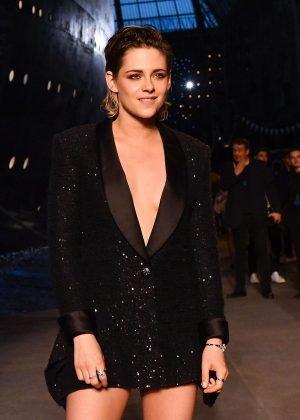 Kristen Stewart - Chanel Cruise 2018/2019 Collection Show in Paris