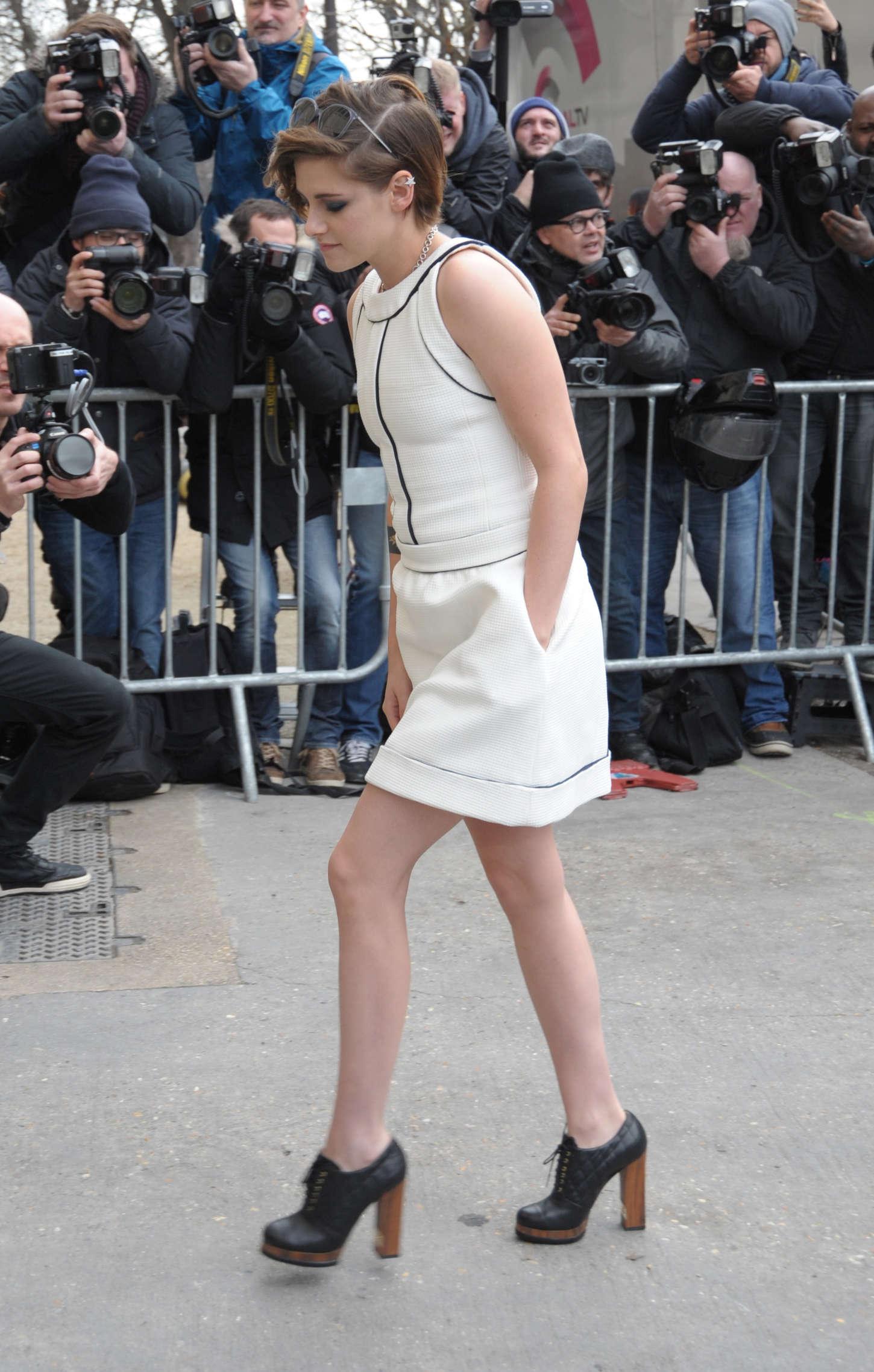 Kristen Stewart Chanel Fashion Show 2015 01 Gotceleb