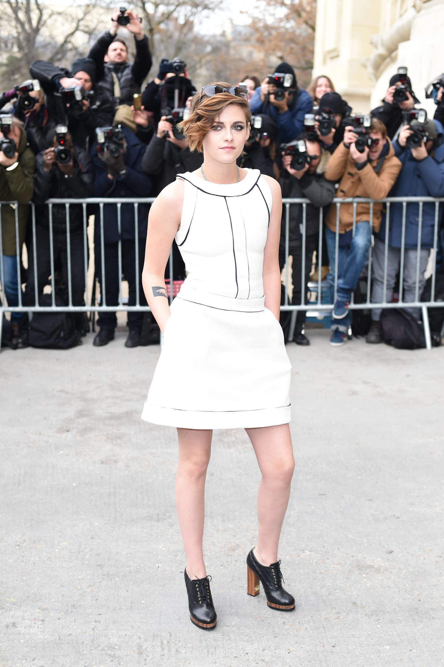 Kristen Stewart Chanel Fashion Show 2015 02 Gotceleb